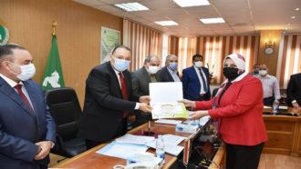 تكريم مديرة مكتبة مصر العامة بالزقازيق